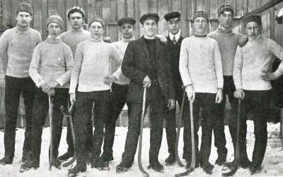 När österpojkarna tränade bandy på Rossängarna i seklets början