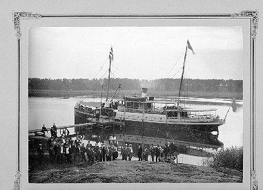 """Skeppare Herbert Sedin körde passagerar till bland annat Grymön med sina koleldade fartyg """"Fram"""" och """"Framåt"""". Foto från föreningen Grymön-Ringens hemsida"""