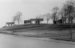 Klingsbergs gård på höjden i nuvarande Klingsbergsparken. Ur fotosamlingen Gamle Swartzens Minnen, Norrköpings stadsarkiv