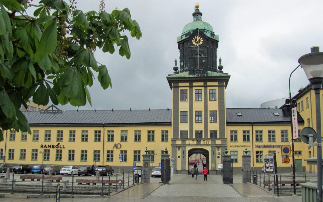 Holmentornet vid Kvarnholmsplan. Foto: Ragnar Öberg (Wikimedia Commons CC BY-SA 3.0)