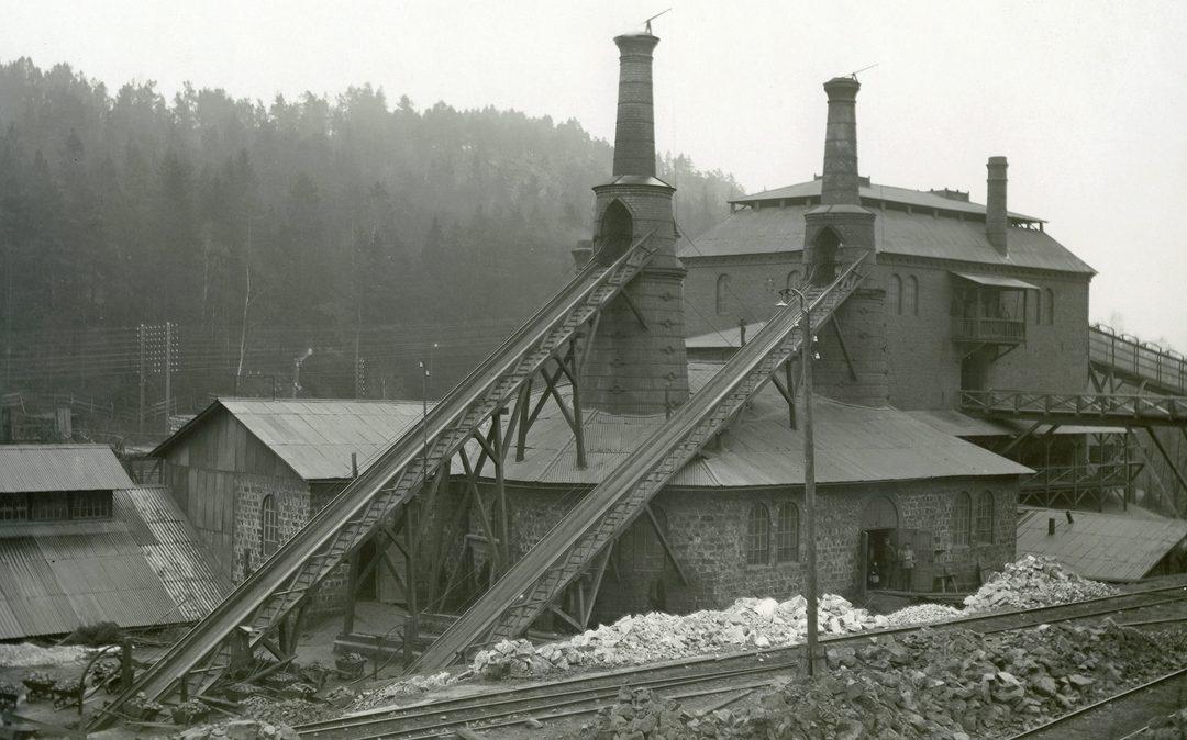 Masugnen i Graversfors 1915. Foto: J. Jansson. Ur Tekniska museets samlingar