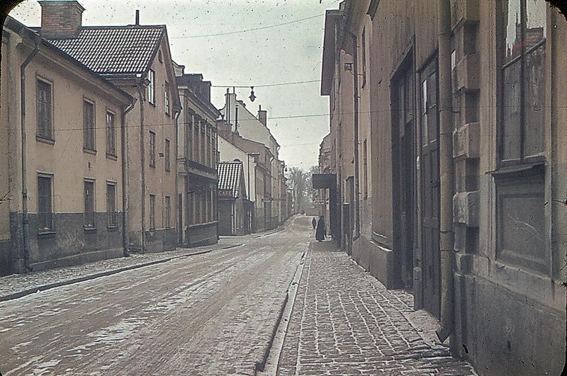 Södra Kyrkogatan, numera Olai Kyrkogata, norrut mellan kvarteren Tulpanen och Spinnrocken år 1945. Foto: Gustaf Östman. Ur drätselkammarens arkiv, Norrköpings stadsarkiv.