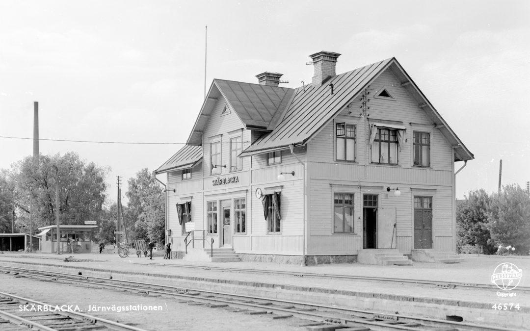 Skärblacka järnvägsstation omkring 1955. Okänd fotograf. Ur Järnvägsmuseets samlingar