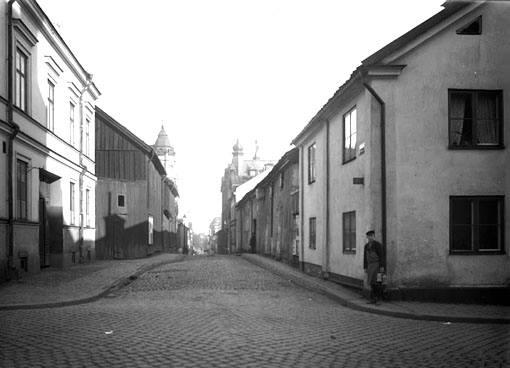 Tunnbindaregatan norrut från Bredgatan.