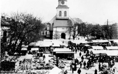 Marknadsdag på Tyska torget 1895