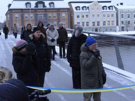 Stadsplaneringsnämndens ordförande Bengt Cete talar vid invigningen av Tullhusbron den 4 december 2012. Foto: Norrköpings kommun