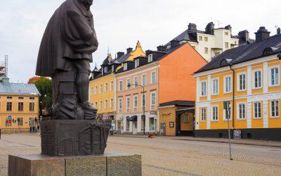 Staty av svensk slavhandlare under lupp i Norrköping
