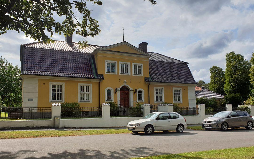 Borgs församlings f.d. kyrkoherdeboställe och pastorsexpedition år 2019. Foto: Peter Kristensson/Klingsbergs Förlag
