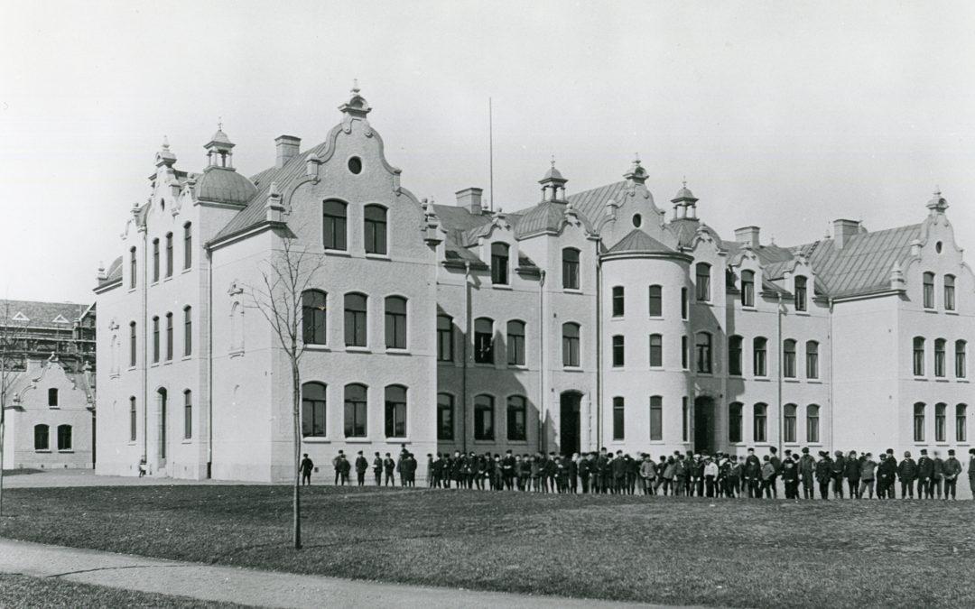 Gustaf Adolfsskolan i kvarteret Hästen. Okänd fotograf. UrNorrköpings stadsarkivs samlingar