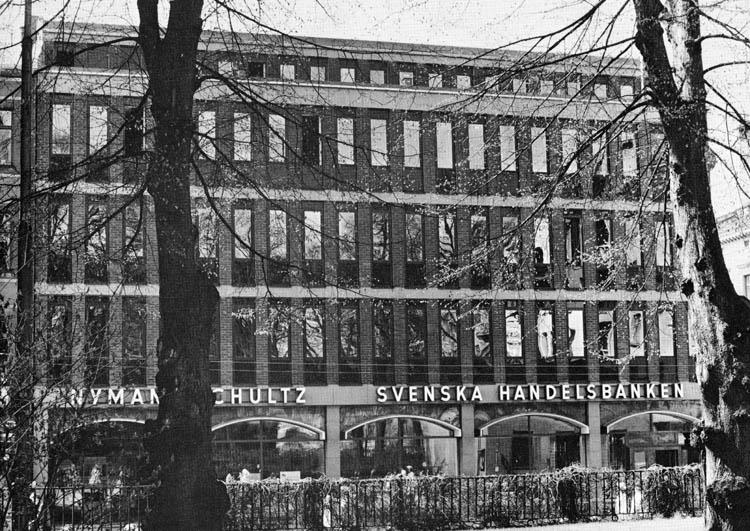 Handelsbankens kontorshus´. Foto i en broschyr från Svenska Handelsbanken rörande nybyggnaden av bankhuset på Drottninggatan i kvarteret Markattan år 1969. Ur Norrköpings stadsarkivs samlingar