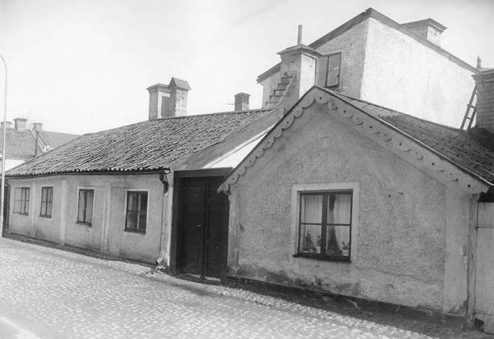 Hus på Jungfrugatan 8 i kvarteret Munken år 1925. Foto: Gustaf Lidberg. Ur Norrköpings stadsarkivs samlingar