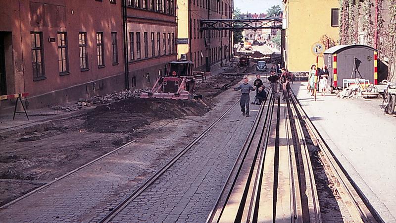 Kungsgatan med kvarteret Vävstolen till vänster år 1955. Foto: Gustaf Östman. Ur Norrköpings stadsarkivs samlingar