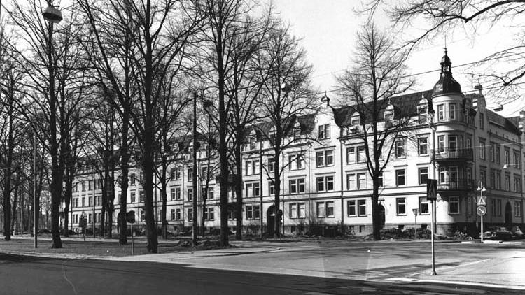 Bostadshus i kvarteret Ärlan i hörnet av Hantverkaregatan och Östra Promenaden. Okänd fotograf. Ur Norrköpings stadsarkivs samlingar