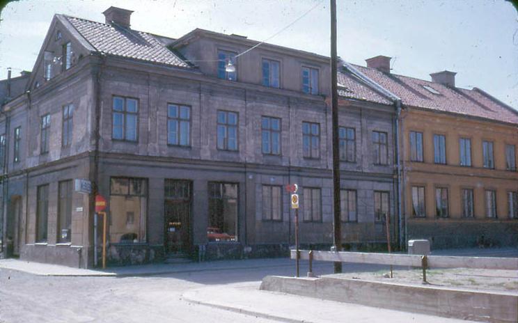 Korsningen av Generalsgatan och Knäppingsborgsgatan vid kvarteret Eken år 1969. Foto: Gustaf Östman. Ur Norrköpings stadsarkivs samlingar