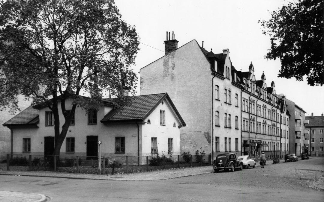 Kvarteret Grönsiskan i korsningen Nelinsgatan - Askebygatan 1959. Foto: Larsson. Ur Östergötlands museums samlingar