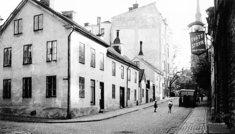 Kvarteret Planket till vänster om Slottsgatan. Okänd fotograf. Ur Norrköpings stadsarkivs samlingar