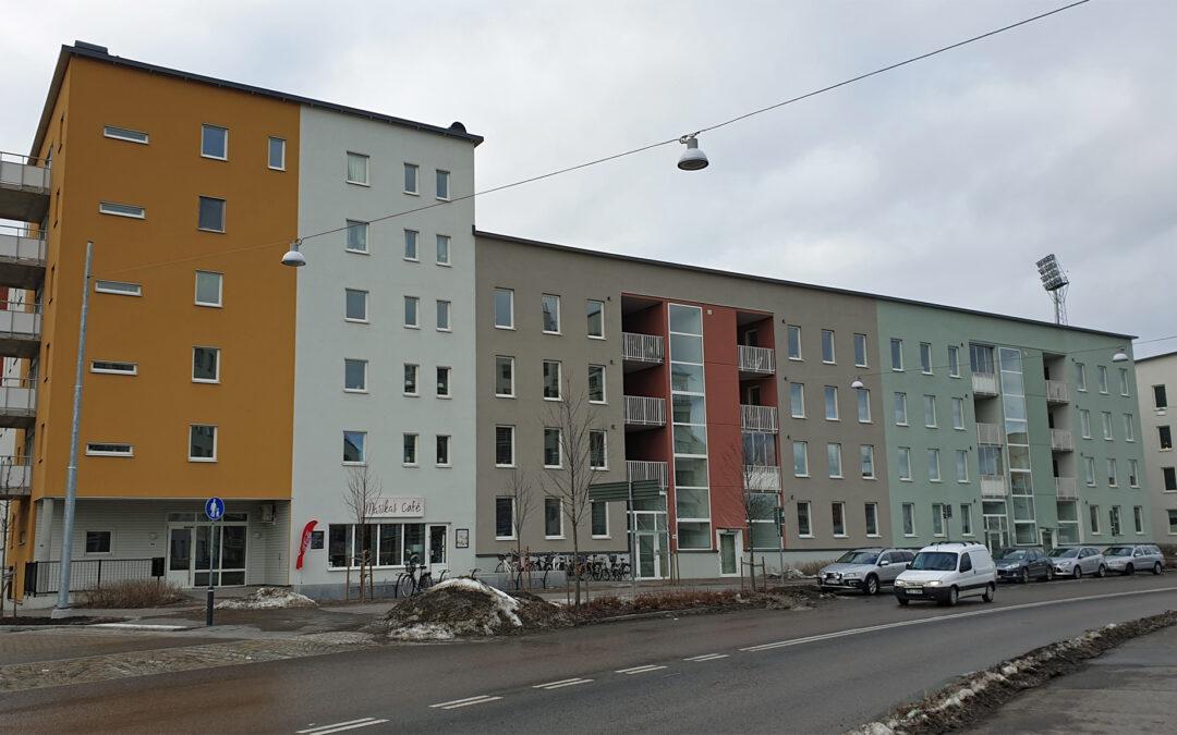 Flerbostadshus i kvarteret Publiken vid Albrektsvägen år 2019. Foto: Peter Kristensson/Klingsbergs Förlag
