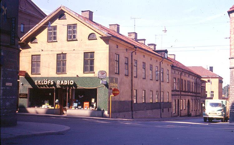 Eklövs radio- och TV-affär i kvarteret Rosen i hörnet av Kristinagatan - Trädgårdsgatan 1966. Foto: Gustaf Östman. Ur Norrköpings stadsarkivs samlingar
