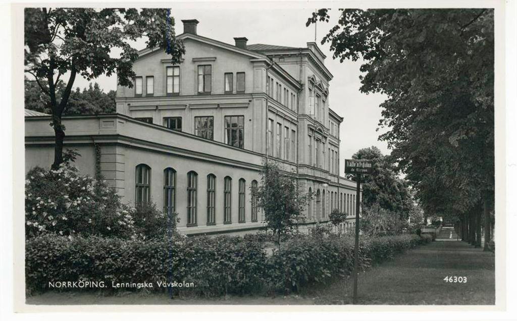 Lenningska Vävskolan i korsningen Södra Promenaden - Källvindsgatan i kvarteret Klippan. Vykort