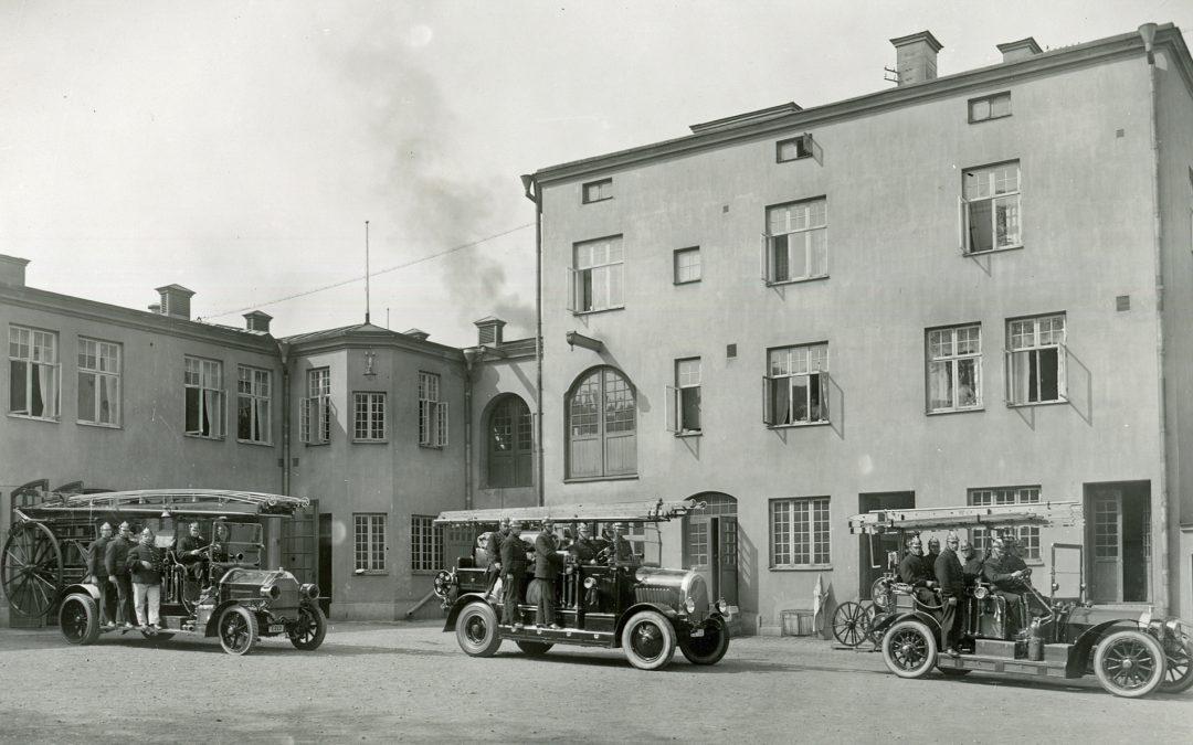 Gamla brandstationen i kvarteret Lokatten 1925. Foto:Gustaf Lidberg. Ur Norrköpings stadsarkivs samlingar