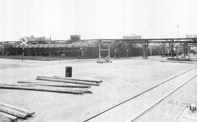 P. Janssons Kol och Koks i kvarteret Dockan år 1933. Okänd fotograf. Ur Norrköpings stadsarkivs samlingar