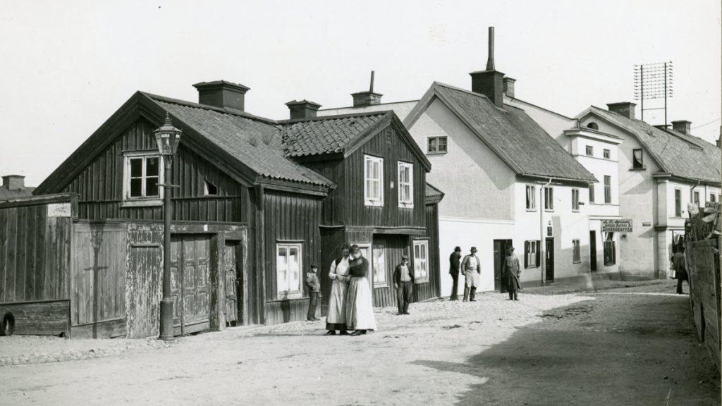 Västertulls tullstuga på S:t Persgatan. Västertulls tullstuga på S:t Persgatan. Okänd fotograf (Byggnadsnämndens arkiv, Norrköpings stadsarkiv).