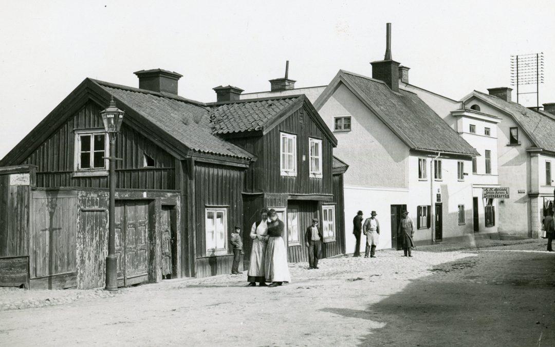 Västertulls tullstuga på S:t Persgatan. Okänd fotograf (Byggnadsnämndens arkiv, Norrköpings stadsarkiv).