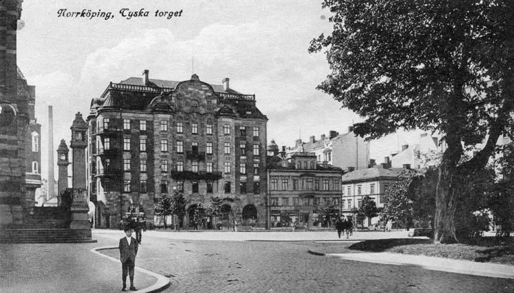 Tyska torget med kvarteret Torget i bakgrunden. Vykort. Ur Norrköpings stadsarkivs samlingar