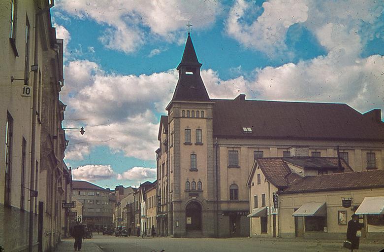 Adelfiakyrkan i kvarteret Tulpanen 1945. Foto: Gustaf Östman. Ur Norrköpings stadsarkivs samlingar