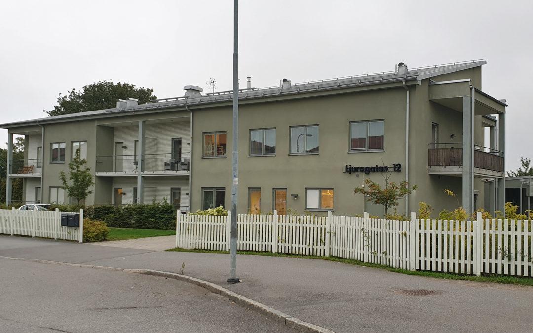 Gruppboendet Ljuragatan 12 i kvarteret Plånet år 2019. Foto: Peter Kristensson/Klingsbergs Förlag